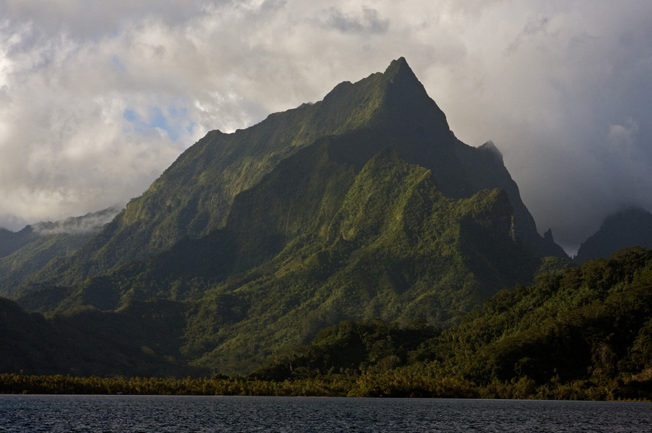 The spectacular profile of Raiatea. Picture: clr_flkr/flikr